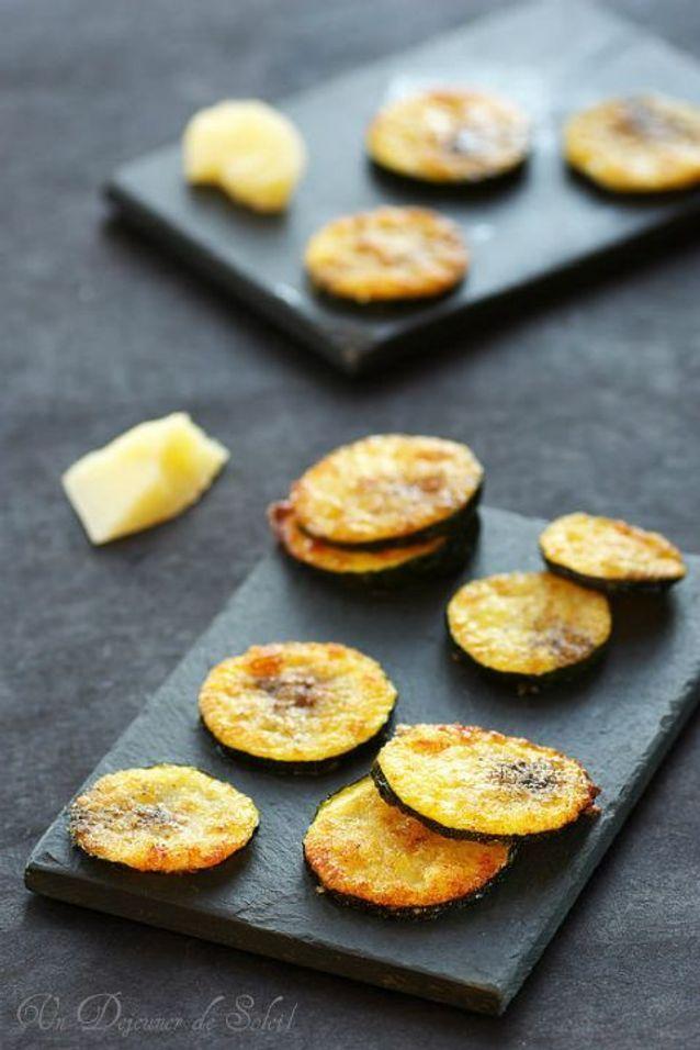 Chips de courgette au parmesan