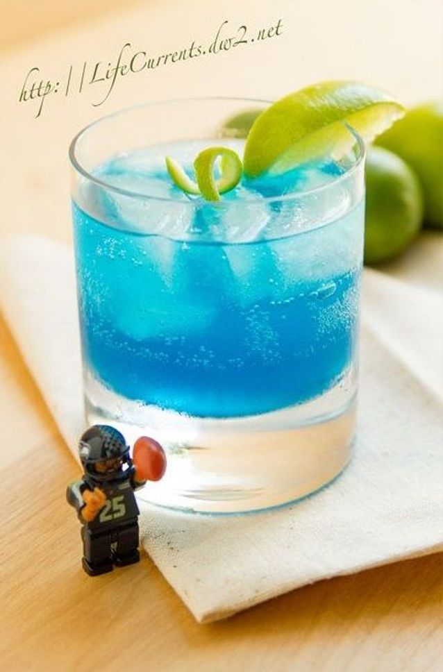 Cocktail bleu avec alcool