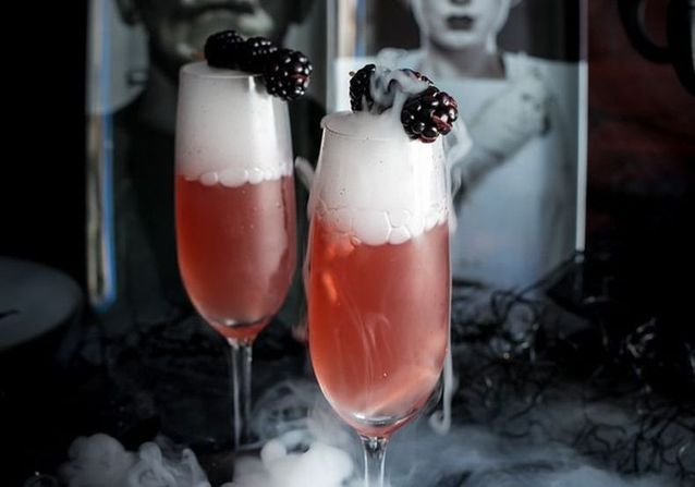 15 idées de cocktails d'Halloween ensorcelants