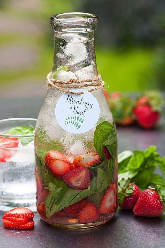 Eau détox fraise basilic