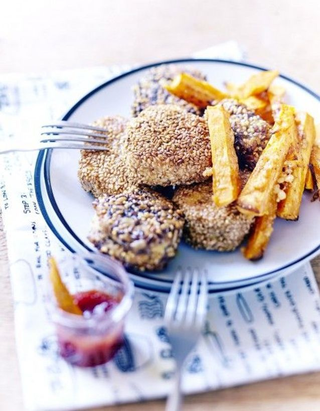 Nuggets, ketchup et frites de patates douces