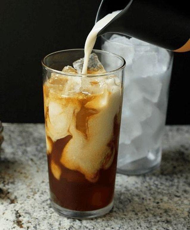 Iced coffee amande caramel