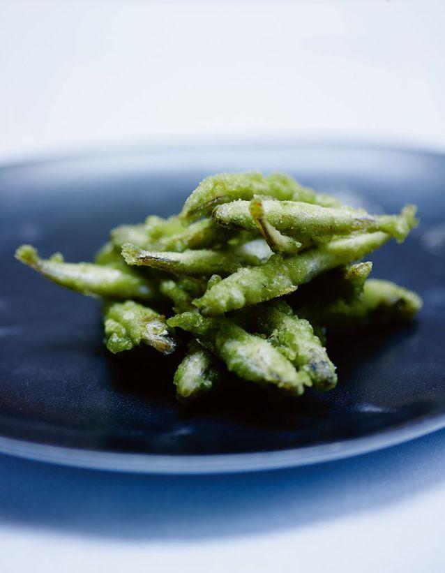 Friture d'éperlans, tempura au thé matcha, aigre-douce au citron