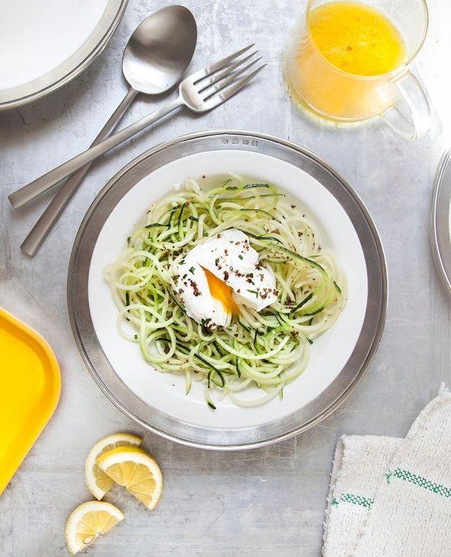 Salade de courgette, œufs pochés