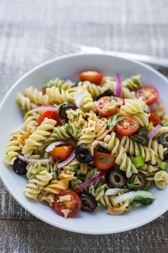 Salade de pâtes aux légumes - 9 idées de plats vegan à faire en moins de 20 minutes - Elle à Table
