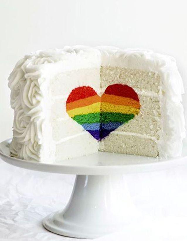 Gâteau avec cœur rainbow cake