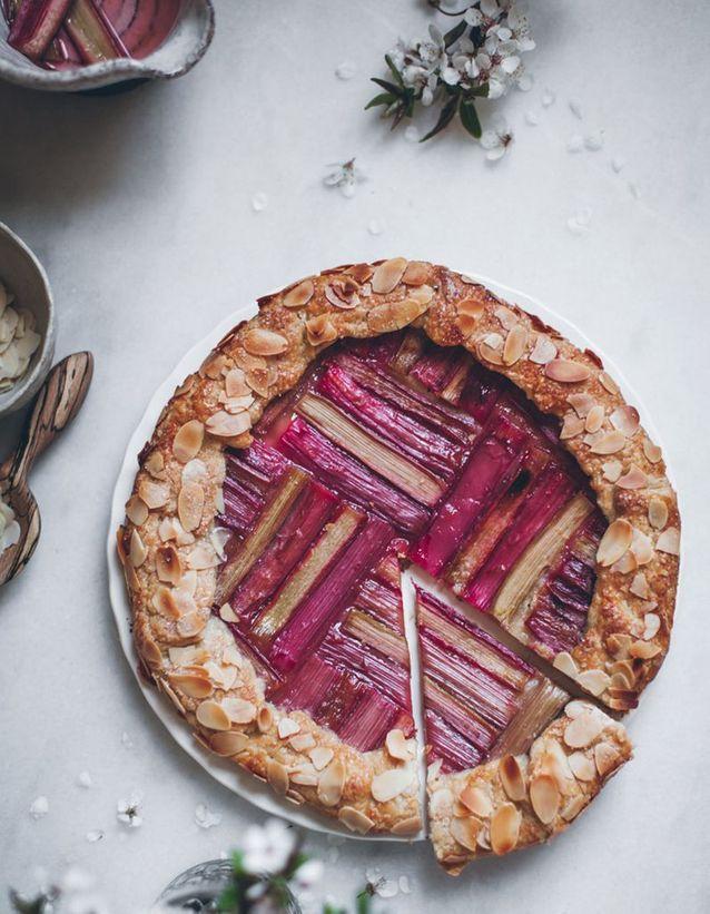 Tarte à la rhubarbe et amandes