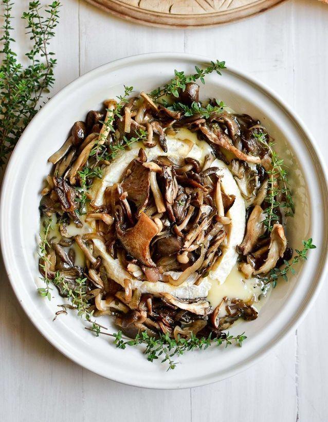 Brie rôti, champignons sauvages et noisettes