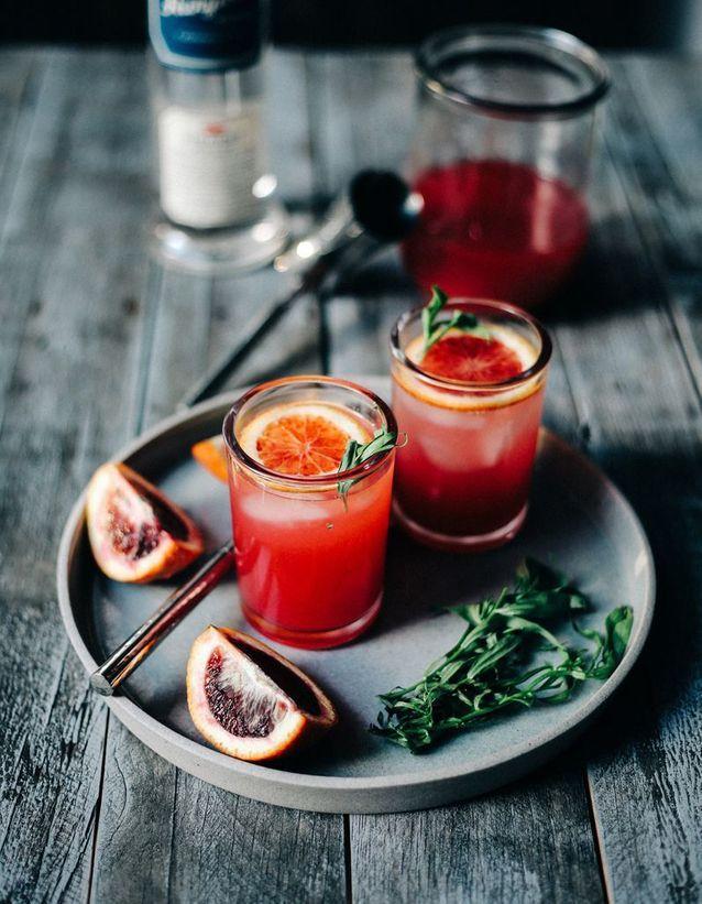 Cocktail pétillant vodka orange sanguine et estragon