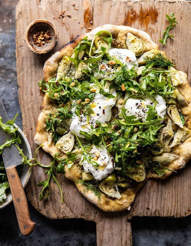 Pizza aux artichauts et burrata