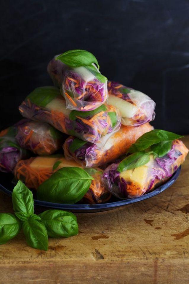 Rouleaux de printemps végétariens melon basilic