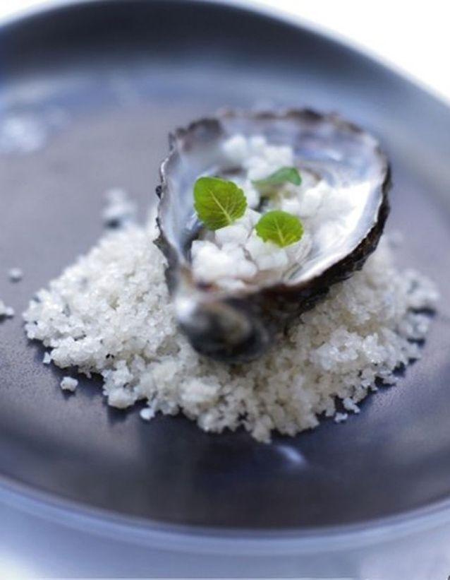 Huîtres, gelée d'eau de mer au thé blanc au jasmin