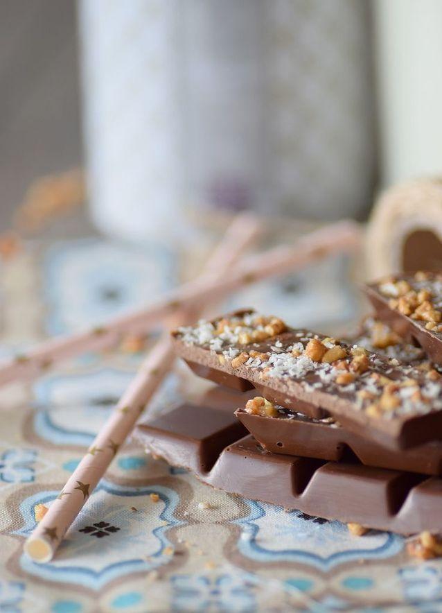 Tablette de chocolat maison à la noix de coco et amandes caramélisées