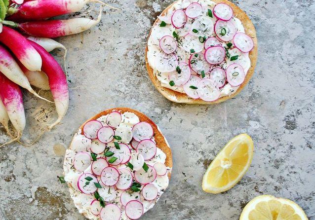 15 idées de tartines aux petits légumes de printemps