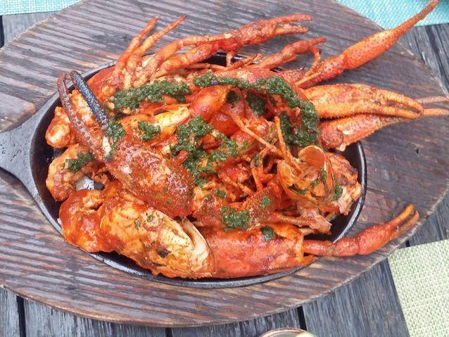 Ceviche de langouste grillée et crabe, sauce piment rouge