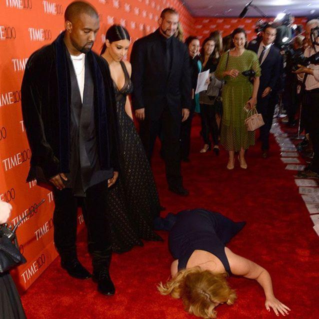 Elle plonge sur tapis rouge
