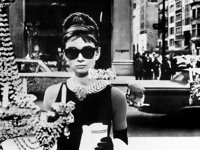 Livraison gratuite dans le monde entier styles classiques magasins d'usine Audrey Hepburn dans « Diamants sur canapé » (1961) - Les ...