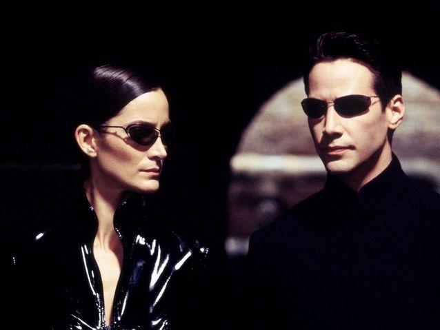 Carrie-Anne Moss et Keanu Reeves dans « Matrix » (1999)