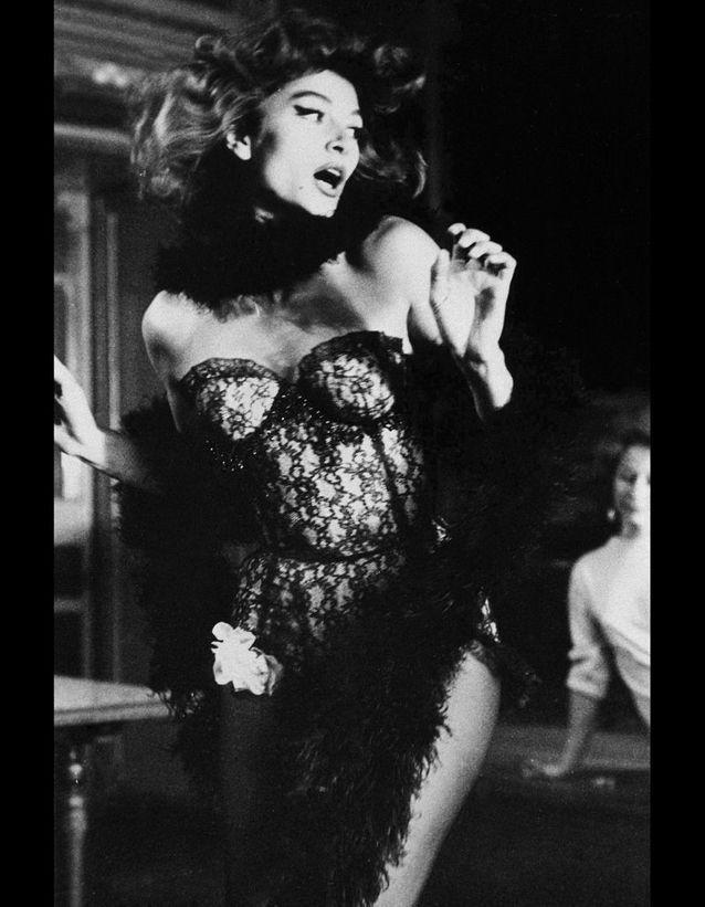 Anouk Aimée, en danseuse de cabaret