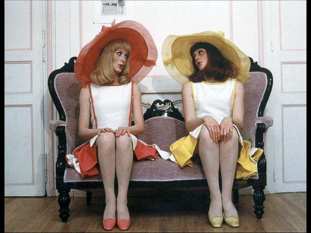 Catherine Deneuve et Françoise Dorléac, délicieuses avec leurs grandes capelines