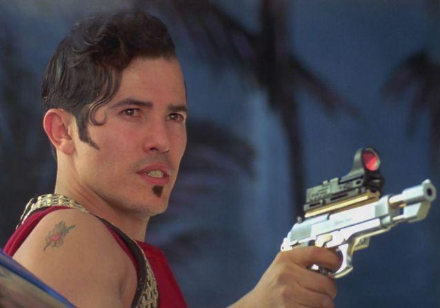 John Leguizamo est Tybalt Capulet