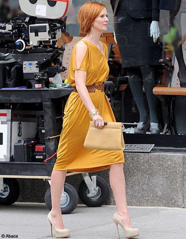 Cynthia et sa robe dorée