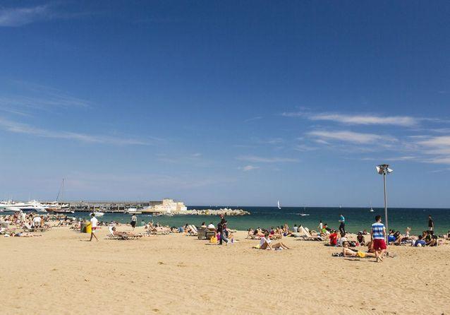 La plage Sant Sebastià, à Barcelone