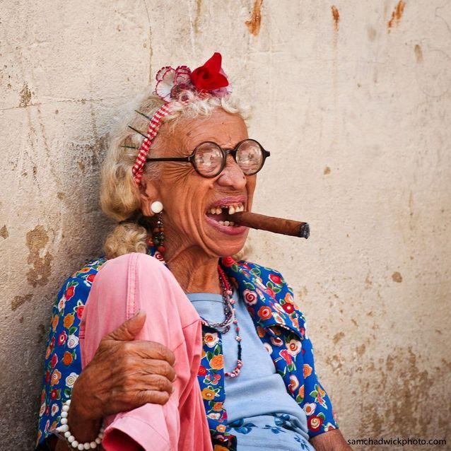 Pour apprendre à nouer le foulard comme les Cubaines !