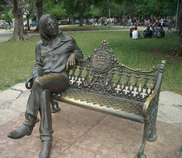 Pour saluer la figure de l'ex-Beatles, au « Parque Lennon ».