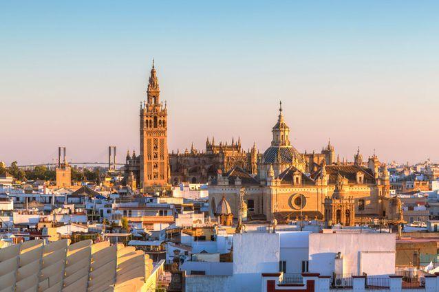 Weekend lovers in Seville