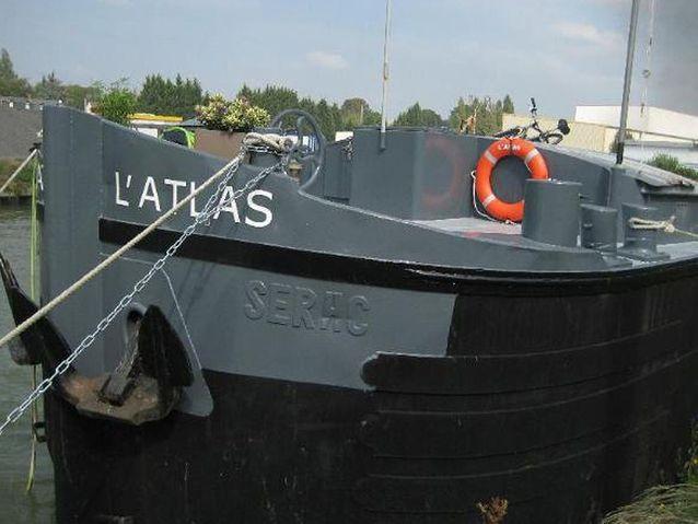 Pour jouer au marin d'eau douce : la péniche « L'Atlas », Picardie