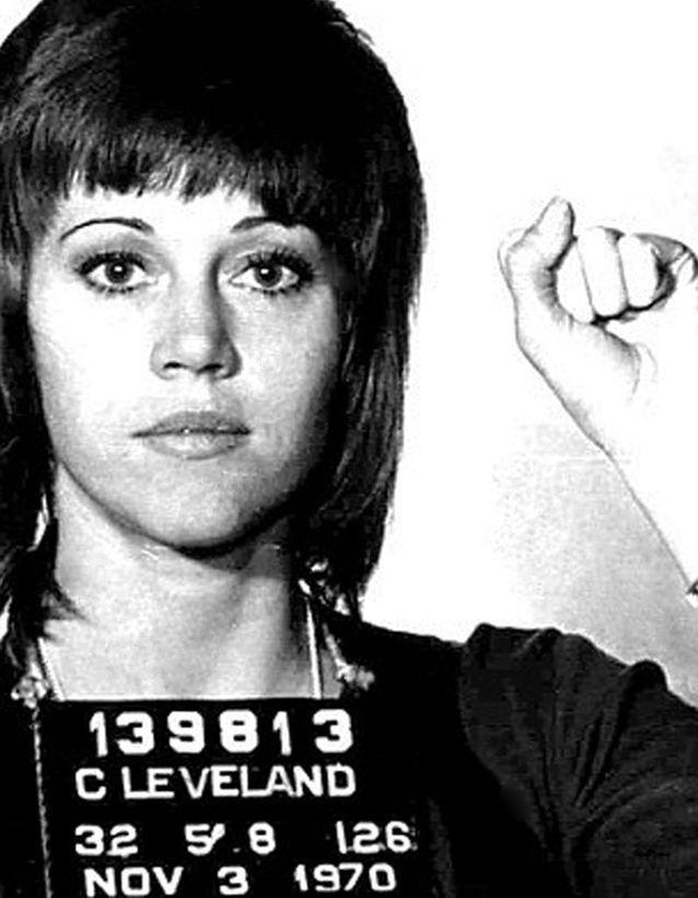 Ce cliché de Jane Fonda, poing levé, fera le tour du monde