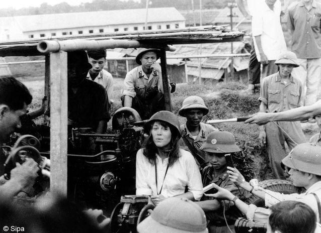 Durant la guerre du Vietnam, elle prend ouvertement (et pacifiquement) position contre le gouvernement américain