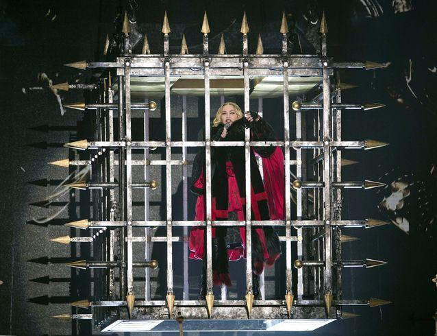 Dans la prison dorée de Madonna.
