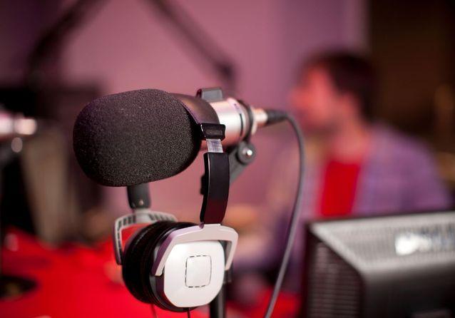 10 podcasts qu'on écoute religieusement