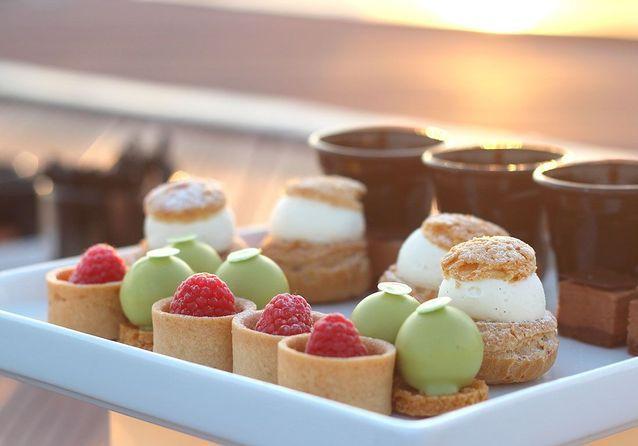 Chou Praliné, tartes aux fruits de saison, Panna Cotta…