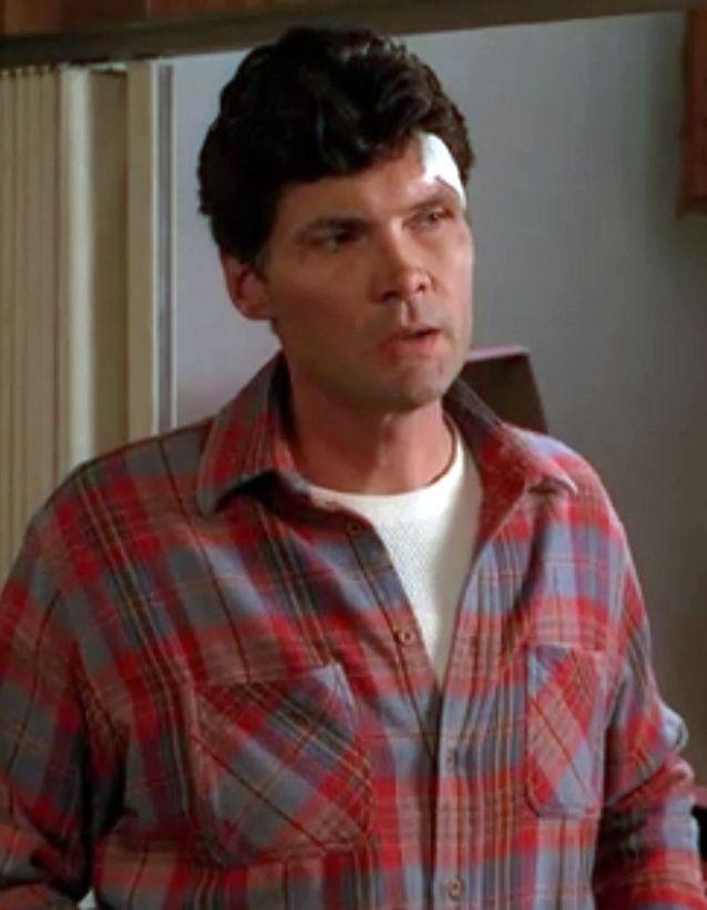 Everett McGill est Ed Hurley