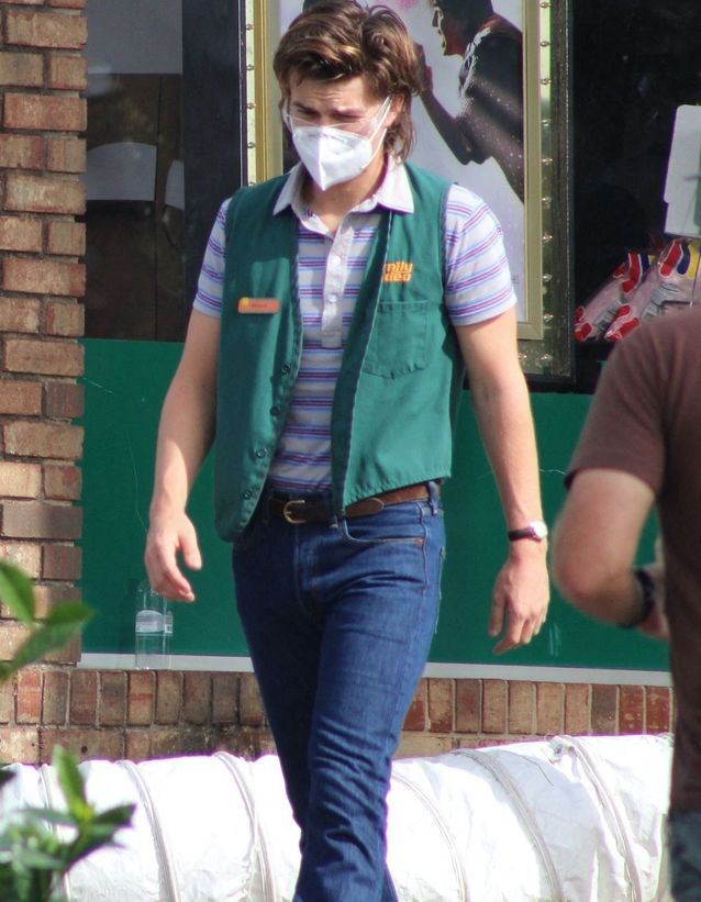 Joe Keery sur le tournage de « Stranger Things »