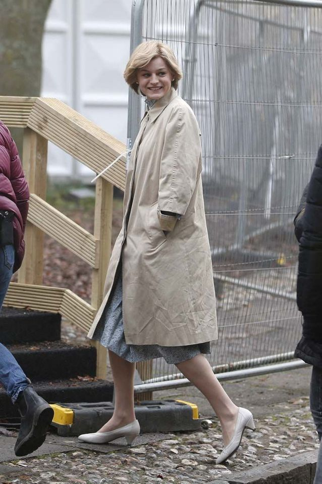 "Emma Corrin sur le tournage de ""The Crown"""