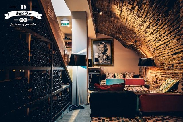 Numéro 5 Wine Bar