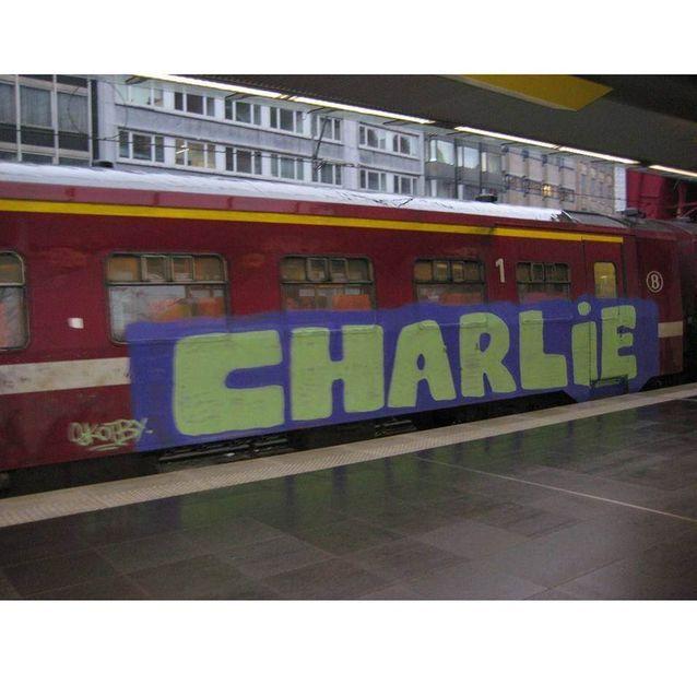 Charlie sur un train