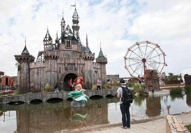 Dismaland : le parc d'attraction désenchanté de Banksy