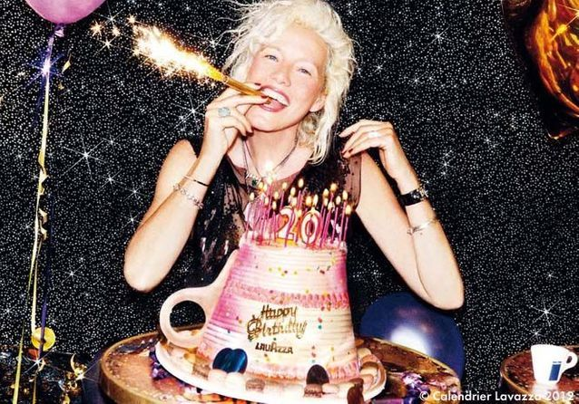 Le calendrier Lavazza fête ses 20 ans en 20 autoportraits