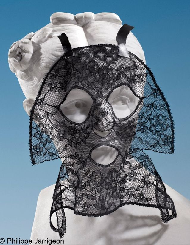 Le masque en dentelle de Calais signé Givenchy