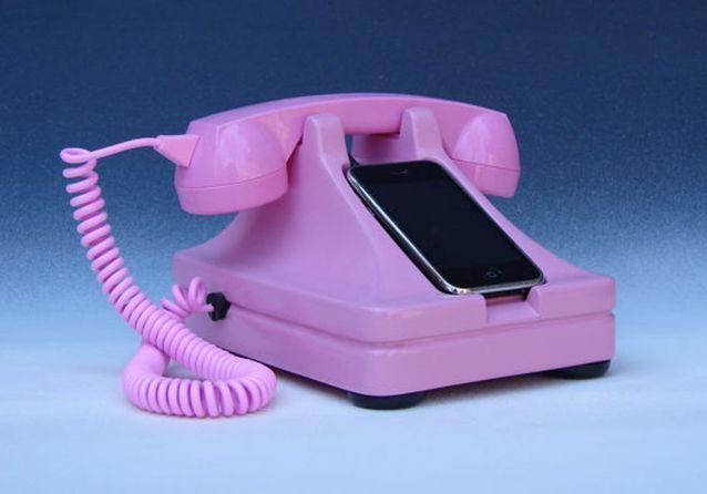Retro Iphone Stand