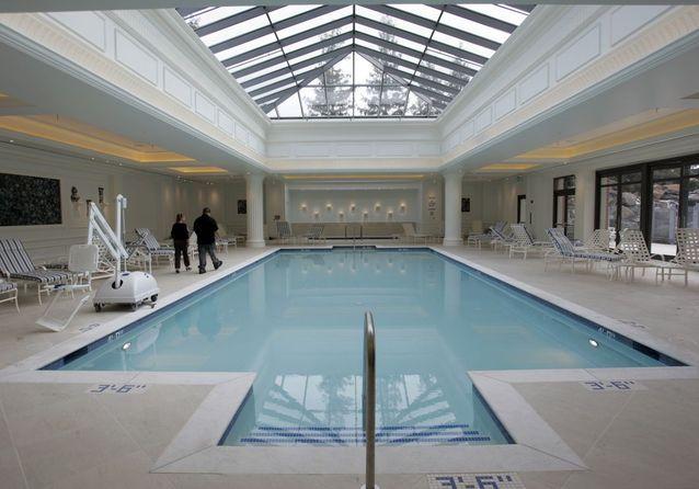 Une piscine art déco