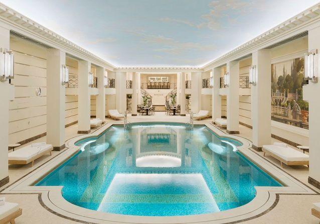 Une piscine au Ritz