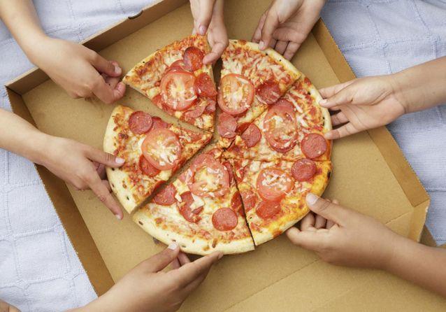 Livraison de pizzas : notre guide pour se régaler sans bouger de chez soi