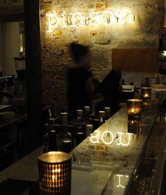 Au Café Pinson, à Paris