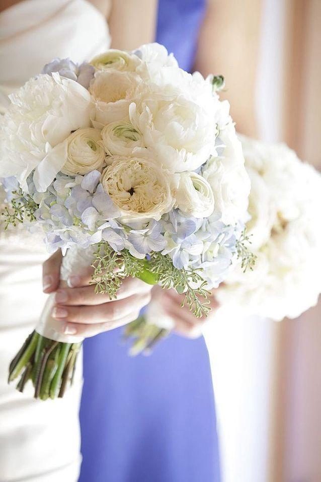 Bouquet de fleurs blanches mélangées